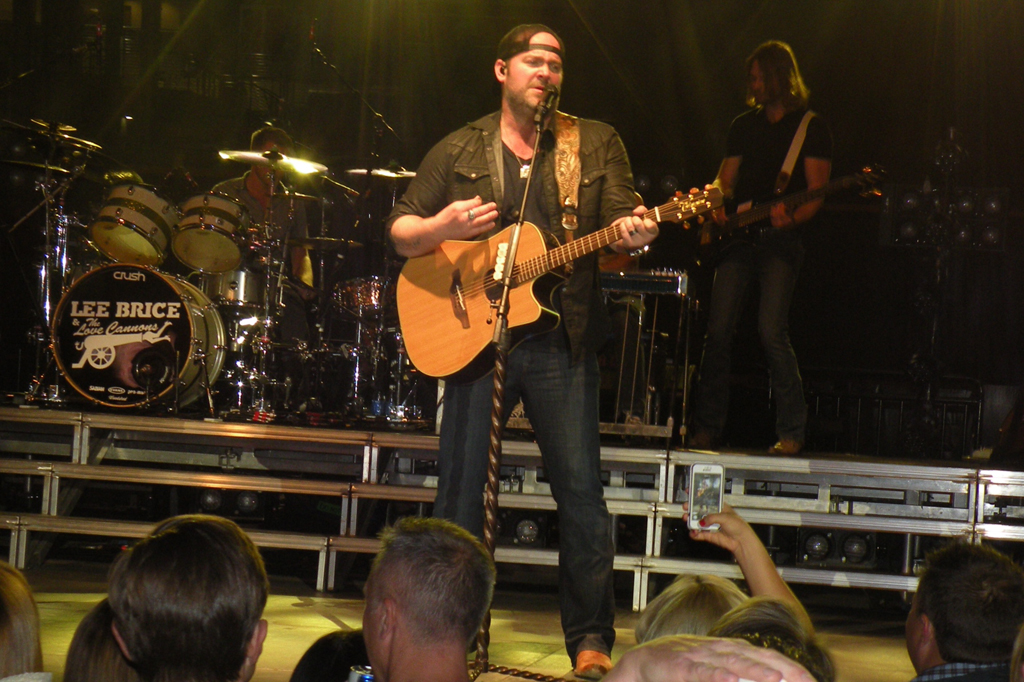 Lee Brice performs during Arizona Diamondbacks Evening on the Diamond event